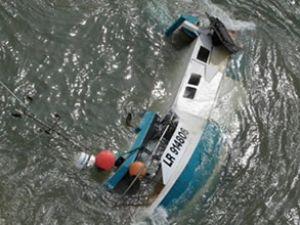 Güney Sudan'da kaçak taşıyan tekne battı