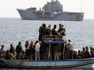 Yunanistan'da 11 göçmen denize atıldı