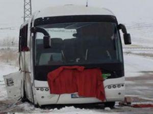 Doktorların otobüsü devrildi: 3 ölü
