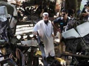 Pakistan'da dolmuş kazası: 11 ölü