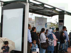 İstanbul'da otobüs durağına cemaat ayarı