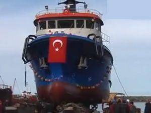Trabzon'da dalgıç gemisi suya indirildi