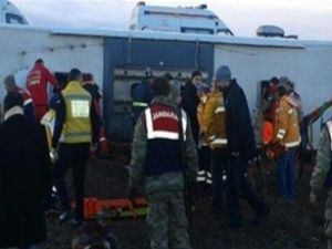 Sivas'ta yolcu otobüsü devrildi: 8 ölü