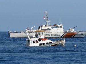 Ege Denizi'nde bottaki kaçaklar kurtarıldı