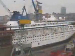 Almanya'da yolcu gemisinin boyu uzatıldı