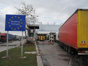 Bulgaristan Türk TIR'larını ülkeye almıyor