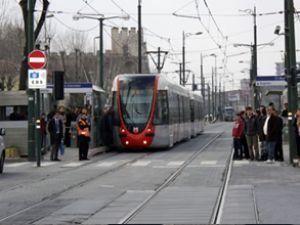 Şüpheli çanta, tramvay seferlerini durdurdu