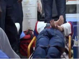 Korsan kelepçelenerek hastaneye getirildi