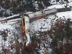 Fransız Alpler'inde tren raydan çıktı: 2 ölü