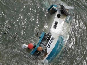 Hindistan'da yolcu teknesi alabora oldu