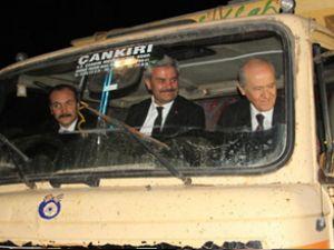Devlet Bahçeli kamyon koltuğuna oturdu