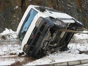 Samsun'da öğrenci servis aracı devrildi