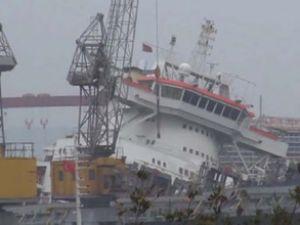 Gemak'ta bakıma alınan gemi yan yattı