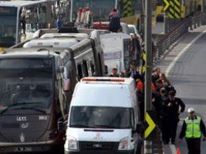 Metrobüs kaza yaptı: 2 yaralı