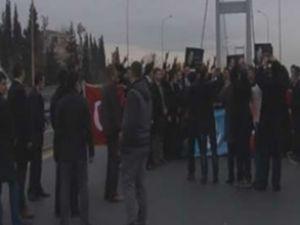MHP'liler köprüyü trafiğe kapattı