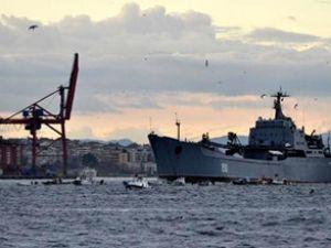 Rus savaş gemileri İstanbul'dan geçti