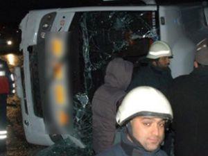 İzmir'de otobüsle midibüs çarpıştı