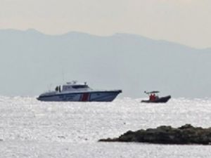 Ege Denizi'nde kaçakları taşıyan bot battı