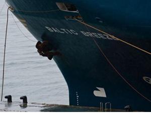 İspanya'da Ro-Ro gemisi ile balıkçı teknesi çatıştı