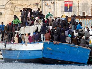 Libya'da göçmenlerin bulunduğu tekne battı