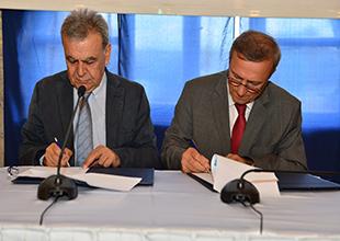 İzmir'in yeni arabalı vapuru için imzalar atıldı