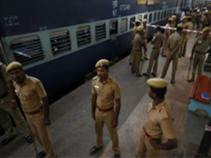Hindistan'da tren kazası: 20 ölü