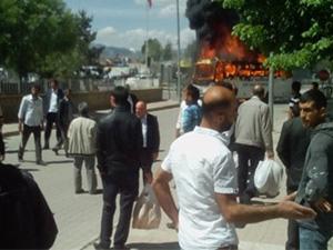 Erzurum'da sürücüler kendi otobüslerini ateşe verdi