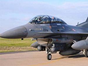 Amasya'da savaş uçağı devrildi