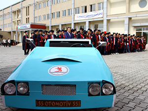 OMÜ öğrencileri harçlıklarını biriktirip otomobil yaptılar