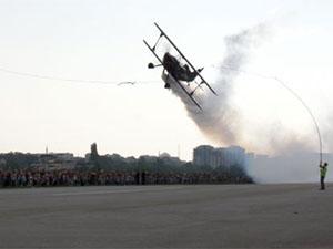 Solotürk uçağı Bursa'da gösteri gerçekleştirdi