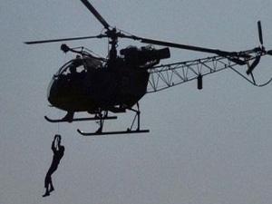 Mahkumlar helikopterle firar etti