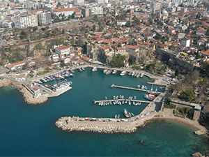 Yat Limanı'ndaki surlar temizleniyor