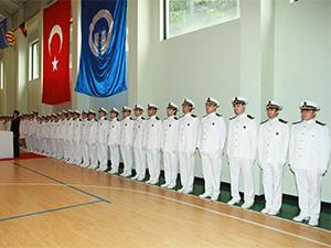 KTÜ Deniz Ulaştırma İşletme Mühendisliği Bölümü'nde mezuniyet sevinci
