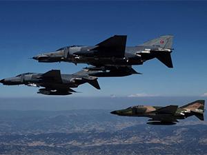 Türk savaş uçakları 'Acil' kodu ile havalandı