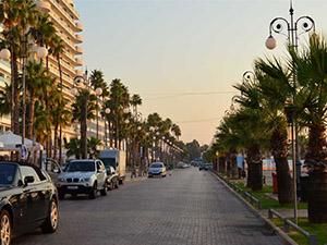 Larnaka sahil şeridinin çehresi değişiyor