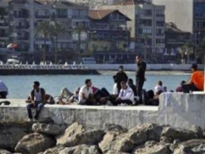Yolcu gemisine kaçak girmeye çalışan iki Suriyeli yakalandı