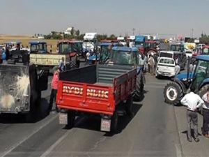 Şırnak'ta DEDAŞ'ı protesto eden çiftçiler yol kapattı