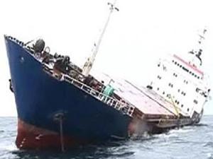 Kereste yüklü HILMI K isimli kargo gemisi Kandıra'da 25 derece yan yattı