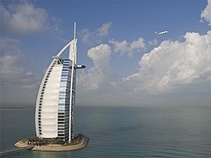 Emirates, bilet fiyatlarını yüzde 50 indirdi