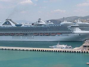 Kuşadası Ege Ports limanına 6 kruvaziyer yanaştı