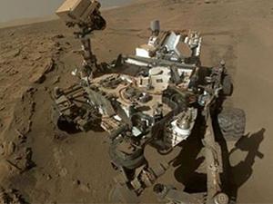 Curiosity, Mars'taki ana görevini tamamlayışını 'özçekim' ile kutladı