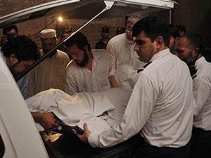 Pakistan'da, inişe geçen uçağa ateş açıldı
