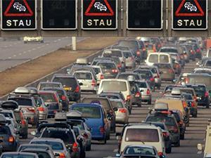 Almanya'da yeşil çevre pulu olmayan araçlar şehirlere giremeyecek