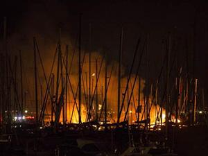 Fenerbahçe Yat Limanı'nda yangın meydana geldi
