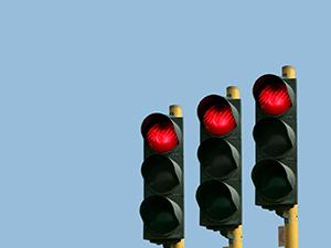Üç kez kırmızı ışık ihlali yapan sürücünün ehliyeti alınacak