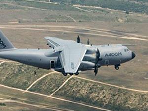 Airbus A400M'in paraşütle atlama denemeleri başarılı oldu