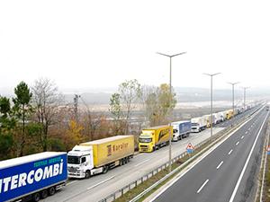 Bulgar hurdacılar eylem yaptı, Türk TIR şoförleri sınırda mahsur kaldı