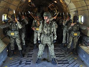 Komando İhtisas Kursu'nu tamamlayanlara bröveleri takıldı