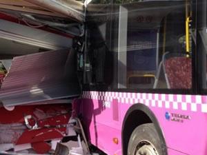 Kabataş'ta ki otobüs kazasının olay anı görüntüleri