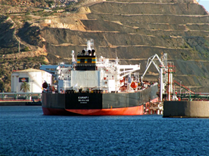 Kamari tankerinin rotası Mısır'ın Port Said Limanı